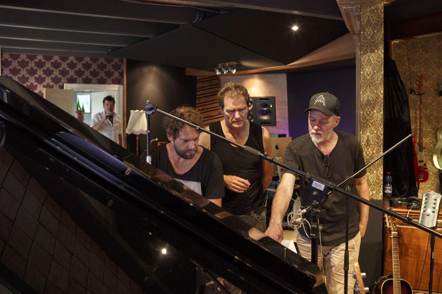 Nederland,Amsterdam, 2017 Paul de Munnik, studio Limmen, met o.a. Wouter Planteijdt en J.B. Meijers Foto: Bob Bronshoff